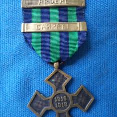 CRUCEA COMEMORATIVA 1916-1918 CU BARETELE CARPATI SI ARDEAL/1916 - Medalii Romania