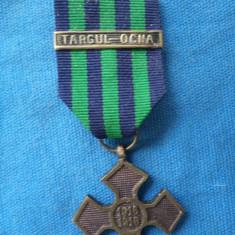 CRUCEA COMEMORATIVA 1916-1918 CU BARETA TARGU -OCNA 1917 - Medalii Romania