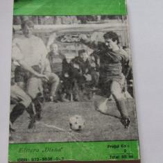 """Carte fotbal - """"Se apropie ora meciului"""" de Petre Cristea"""