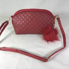Geanta dama rosie tip postas cu breloc puf+CADOU