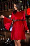 Rochie rosie lejera din catifea cu detalii aurii