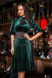Rochie verde din catifeaa cu maneci usor bufante