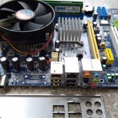 Placa de baza + Procesor Quad Core Q8200 / LGA 775 / Ram 4 Gb DDR2 Inclus (O5), Pentru INTEL, Contine procesor, MicroATX