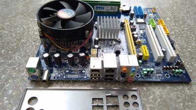 Placa de baza + Procesor Quad Core Q8200 / LGA 775 / Ram 4 Gb DDR2 Inclus (O5) foto