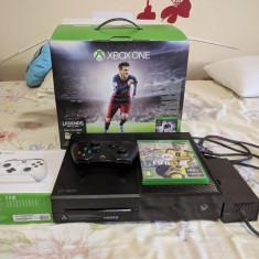 Xbox One 500 GB cu 2 controlere + Fifia 17 si jocuri pe HDD