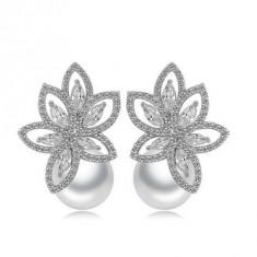 Cercei South Sea Flower Simulated Diamond
