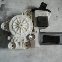 Motoras macara geam dreapta fata Opel Vectra C An 2002-2008 cod 0130822012