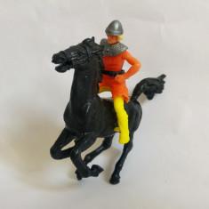 2 figurine, cal si cavaler / soldat / calaret, deosebite, plastic lucios