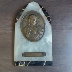 ICONITA VECHE ISUS CRISTOS DIN ALAMA PE POSTAMENT DIN PIATRA ONIX DATATA 1934 - Icoana din metal