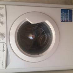 Vând mașină de spălat - Masina de spalat rufe Indesit