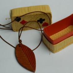 Cutie vintage paie si pandantiv frunza ceramica