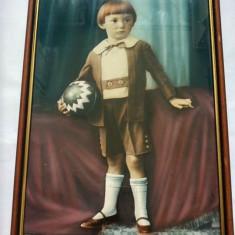 Tablu fotografic vechi, in rama, cu sticla, baiat cu minge, 44x30cm, decor