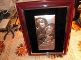 Cumpara ieftin Icoana din tabla argintata montata in rama cu dimensiunea 19x24 cm.