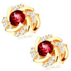 Cercei cu șuruburi din aur 375 - floare formată din rubin roșu, petale răsucite