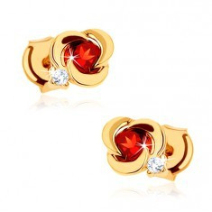 Cercei din aur 585 - floare cu petale netede şi granat roşu rotund