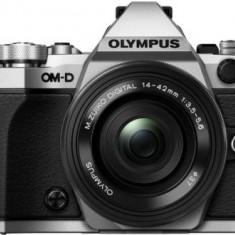 Aparat Foto Mirrorless Olympus E-M5 Mark II Pancake Zoom Kit, 16 MP, Filmare Full HD (Argintiu) + Obiectiv EZ-M1442EZ