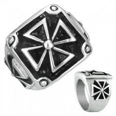 Inel din oțel - cruce malteză cu ramă și patină