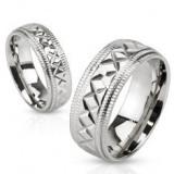 Verighetă din oțel în culoare argintie, striații geometrice, crestături pe margini, 6 mm