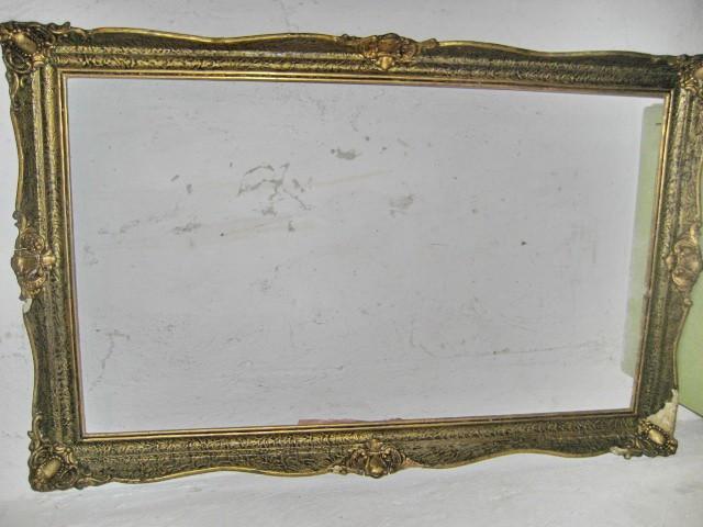 Rama mare blondel lemn cu defecte. Exterior: 1.16 M/74 cm, interior: 1M/ 60 cm.