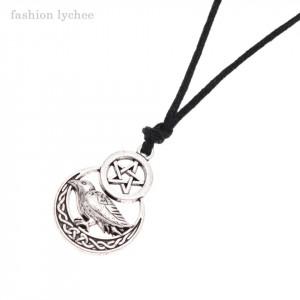Pandantiv cu snur cioara pe pentagrama elemente celtice