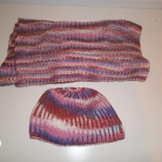 Set tricotat de dama cu sal si caciula, superb, in stare perfecta!
