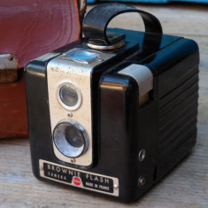 APARAT FOTO VINTAGE TIP CUTIE - MARCA BROWNIE FLASH - MADE IN FRANCE