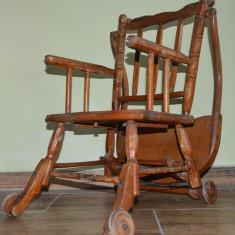 Scaun cu masuta foarte vechi din lemn pentru bebe, Scaune, 1900 - 1949