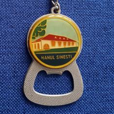 Breloc vechi de colectie Turism - Hanul Sinesti - RSR - Insigna - vintage