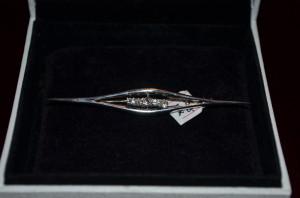 BROSA AUR alb 18K cu 5 Diamante = 0.40ct - Ac palarie -Vintage -8.5g. -Deosebita