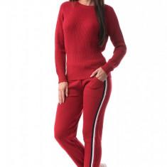 E771-3 Compleu din material tricotat decorat cu dungi laterale