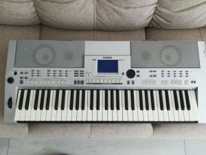 vand pian electronic yamaha psr s500