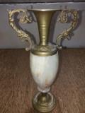 Vaza din bronz si onix