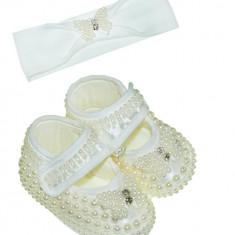 Botosei eleganti bebe, crem, cu margelute si bentita asortata