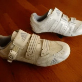 Adidasi ciclism Adidas.  Marime 38 (23.5 cm talpic interior);  impecabili