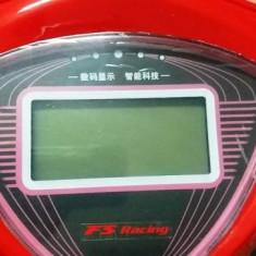 Bord digital pentru scuter electric