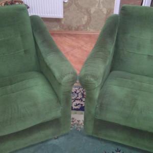 Canapea extensibila cu doua fotolii, pret negociabil.