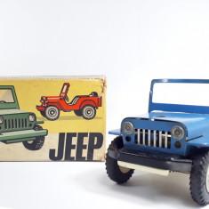 L Jucarie veche de tabla cu cheie,  masina Jeep in cutie carton originala