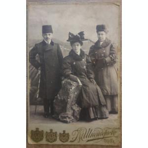 Tineri// // fotografie pe carton, cabinet Odessa
