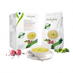 Supă pentru înlocuirea mesei - supă de pui în stil asiatic bodykey by NUTRILITE™