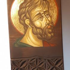 Icoanå pictatå pe lemn de tei sculptatå