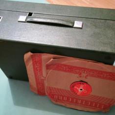 Patefon portabil românesc cu acționare mecanică
