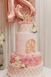 Vand/Inchiriez macheta tort majorat, trandafiri, perle, roz pal, unicat