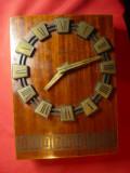 Ceas de perete URSS ,anii '70 ,cu baterie ,lemn cu furnir , dim.= 16x22 cm