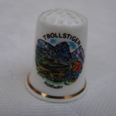 Degetar din portelan fin norvegian inscriptionat Trollstigen, Decorative