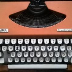 Masina de scris Olympia Traveller de Luxe