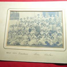 Fotografie pe carton 1933-1934 Scoala din Buzau Director Ana Sarbu ,dim.=19,5x13