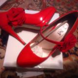 Pantofi eleganti, Rosu