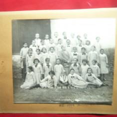 Fotografie pe carton 1933-1934 Scoala din Buzau ,Prof.Dna Petrescu ,dim.=20,5x17