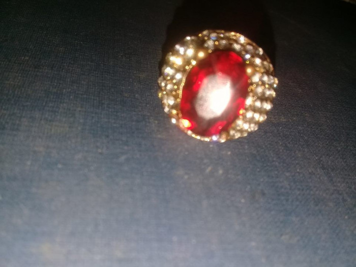 inel dama vintag folosit,piatra rosie centrala,multiple pietre,stare cum se vede