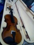 Vioara clasica din lemn 4/4  masura intreaga , are 59 cm L , plus Husa